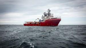 """""""Ocean Viking"""" nimmt erstmals Bootsflüchtlinge auf"""
