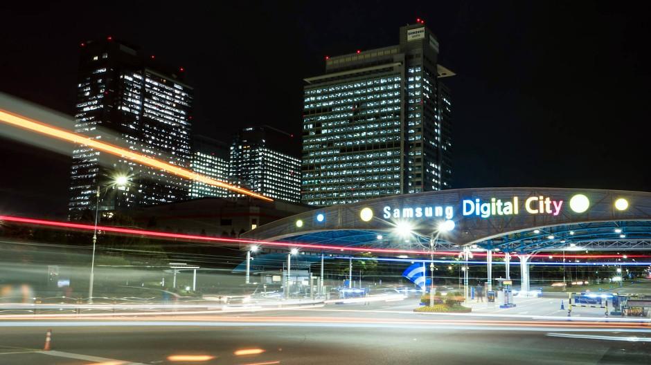 Die Einfahrt des Campus des Konzerns in Suwon vor den Toren von Seoul