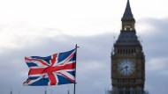 Empire a.D.? Der Union Jack vor dem Uhrturm Elizabeth Tower mit dem Big Ben