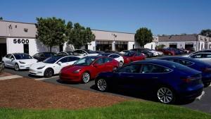 Tesla liefert so viele Autos wie noch nie – und doch nicht genug