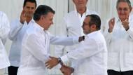 Regierung und Rebellen unterzeichnen Friedensvertrag