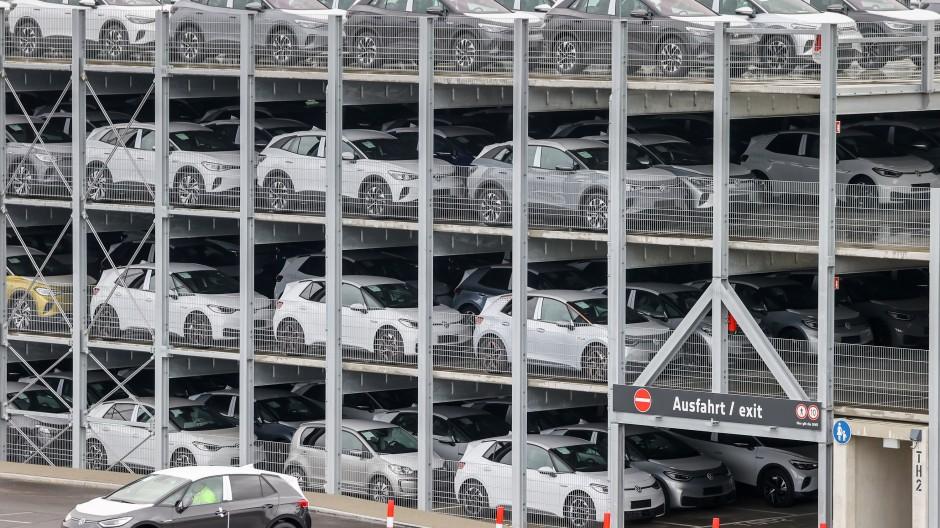 VW-Chef Herbert Diess zieht seit Neuestem mit der Botschaft durchs Land, der Betrieb eines Elektroautos werde bald günstiger sein als der eines Modells mit Verbrennungsmotor.