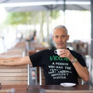 Der Frankfurter Gastrom Nir Rosenfeld erzählt, wieso er nun Veganer ist.