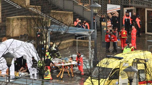 Vier Tote und viele Verletzte nach Granatenwurf und Schießerei