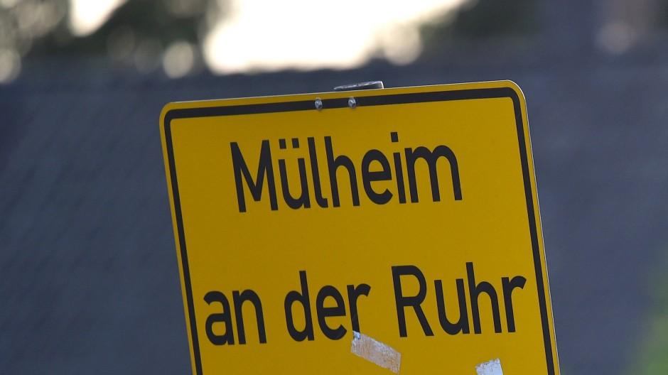 Das Ortsschild von Mülheim an der Ruhr in  Nordrhein-Westfalen.