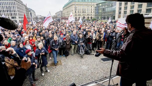 """""""Aufstehen""""-Bewegung demonstriert in Hessen"""