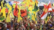 Tausende Kurden demonstrieren in Köln