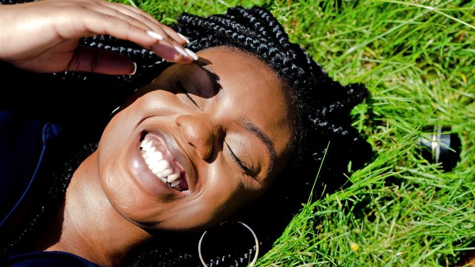 Macht happy sonntag lachen Lachen macht