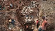 Unsicherer Geschäftspartner: Eingang einer Kupfer- und Kobaldmine in Kongo