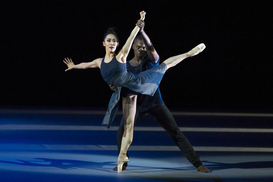 Chidozie Nzerem mit So-Yeon Kim bei einer Gala im Bolschoi