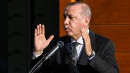 Der türkische Präsident Erdogan spricht während der Eröffnung der Ditib-Moschee in Köln.