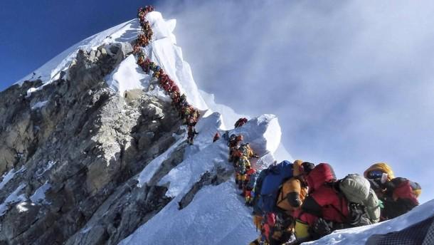 Gefährlicher Ansturm auf den Mount Everest