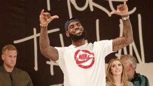 LeBron James lässt sich in Berlin feiern
