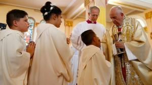 Anstehen für den päpstlichen Segen