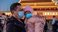 Für Klein und Groß: In China gehören Mundschutzmasken zum Alltag der Menschen.