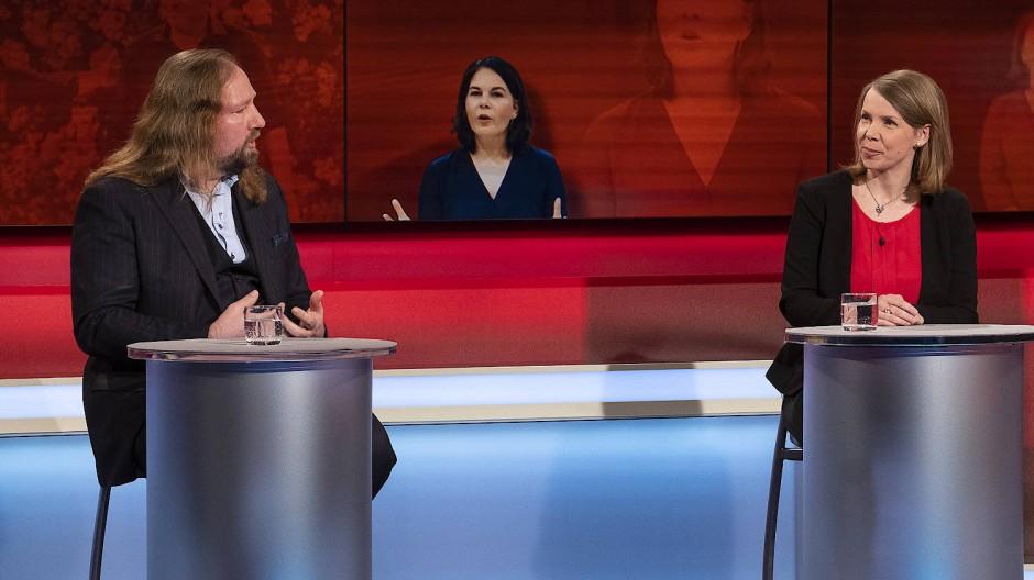 "Am 19.4.21 ging es bei ""Hart aber fair"" um Annalena Baerbock, Kanzlerkandidatin der Grünen. V.l. :Anton Hofreiter (B'90Grüne), Helene Bubrowski (F.A.Z)."
