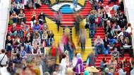 Besucher in Ruhe und Bewegung: Impression aus den Messehallen