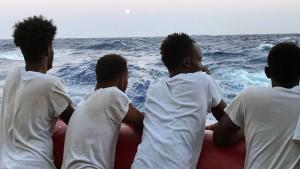 "Rettungsschiff ""Ocean Viking"" darf Flüchtlinge an Land bringen"