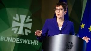 Kramp-Karrenbauer will Nationalen Sicherheitsrat schaffen