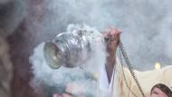 Eines der ältesten Parfums: Weihrauch in einem Gottesdienst in Bayern.