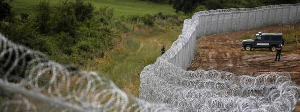 Auf gute Nachbarschaft: Ein Zaun soll Bulgarien (rechts) vor Flüchtlingen aus der Türkei schützen