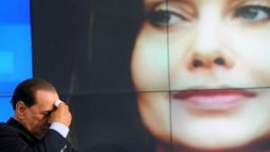 Berlusconi soll drei Millionen Euro Unterhalt zahlen - pro Monat