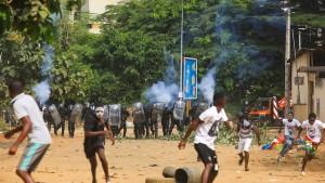 Mehrere Tote nach Protesten gegen Präsident Outtara