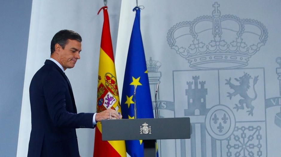 Spaniens amtierender Ministerpräsident Pedro Sanchez nach dem Treffen mit König Felipe