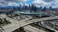 Normalerweise ist mehr los auf dem Highway vor Los Angeles: Die Ausgangsbeschränkungen in Kalifornien führen zu weniger Verkehr auf den Straßen Amerikas