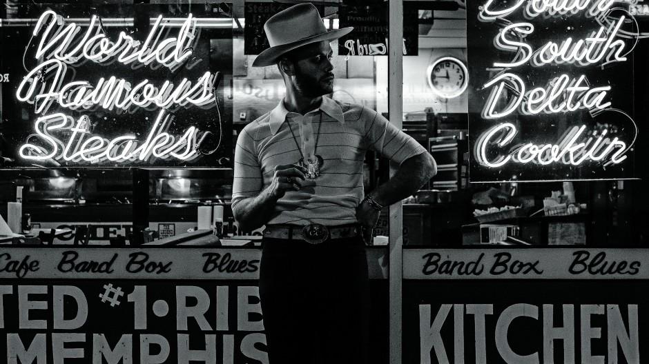 Midnight Cowboy: Charley Crockett fragt uns in seiner musikalisch und ästhetisch durchstilisierten Erscheinung, was eigentlich so gut sei an der Gegenwart.