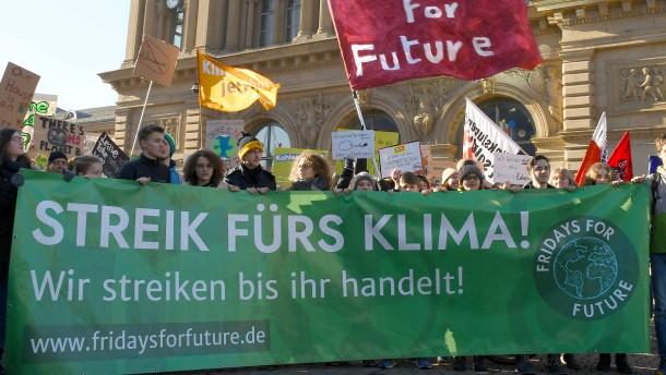 Deutsche CO2-Emissionen sinken erstmals wieder