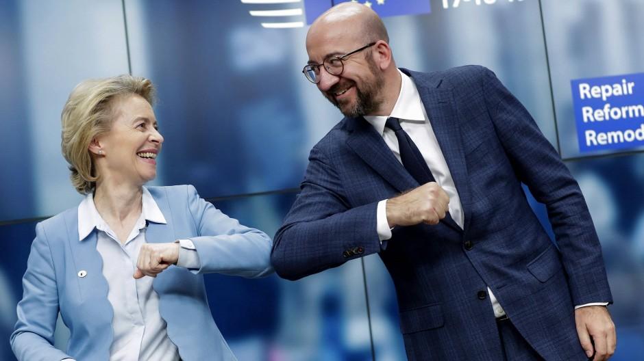 EU-Kommissionspräsidentin Ursula von der Leyen und der Präsident des Europäischen Rates Charles Michel am Rande des EU-Gipfels im Juli 2020