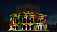 Die Frankfurter Alte Oper wird zur Luminale 2018 zur Projektionsfläche für das Mailänder Designkollektiv Karmachina.