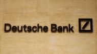 Von dem Kurswechsel der Deutschen Bank ist die Belegschaft nur halb-überzeugt.