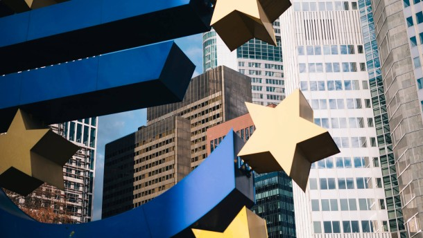 Euro nähert sich 12-Jahres-Tief