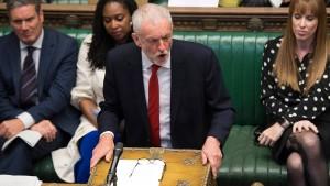 Corbyn will Johnson stürzen und No-Deal-Brexit verhindern