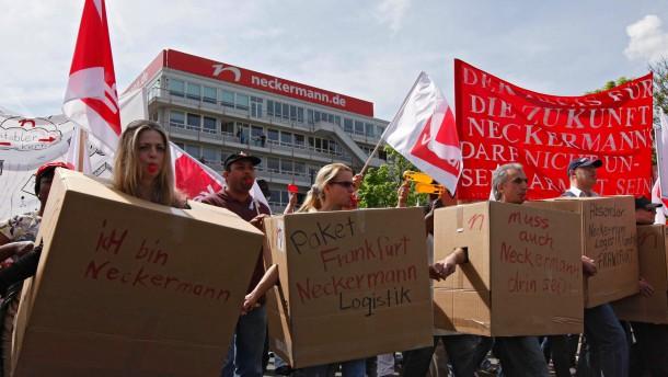 Neckermann-Belegschaft kämpft um Stellen