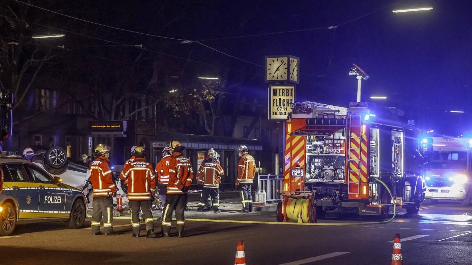 Einsatzkräfte und Feuerwehr während eines Einsatzes in Karlsruhe