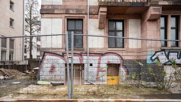 Es steht ein Haus im Westend leer