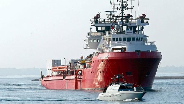 """""""Ocean Viking"""" mit 104 Flüchtlingen darf nach Italien"""