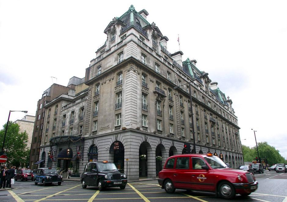 Hotel Ritz in London (Archivbild): Auf der Website des Luxushotels ist genau aufgelistet, in welchem Bereich des Hauses welche Kleidung angemessen sei.