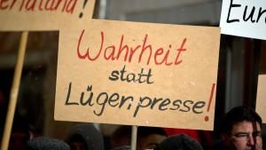 Mehrheit fühlt sich über Flüchtlinge einseitig informiert