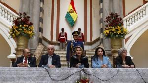 Übergangspräsidentin droht Morales mit Konsequenzen