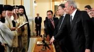 Die Minister Panagiotopoulos, Venizelos und Avramopoulos (von links) legen ihren Amtseid ab