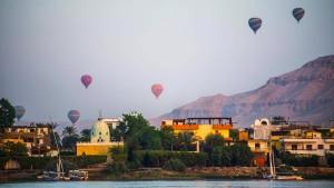 Heißluftballon mit Touristen in Ägypten abgestürzt