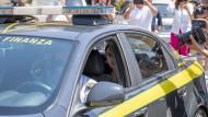 Im Polizeiwagen: Carola Rackete