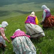 Natela Grigalashvili: Duchobor-Frauen auf dem Blauen Kurgan, 2014