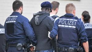 Zuwanderer begehen weniger Straftaten