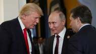 """""""Ich kann doch da nicht rumstehen und mit ihm streiten"""": Trump und Putin im kurzen Gespräch in Da Nang."""