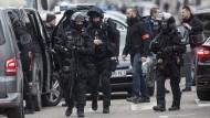 Großeinsatz in Neudorf: In dem Straßburger Stadtteil hat sich die Spur des mutmaßlichen Attentäters verloren.